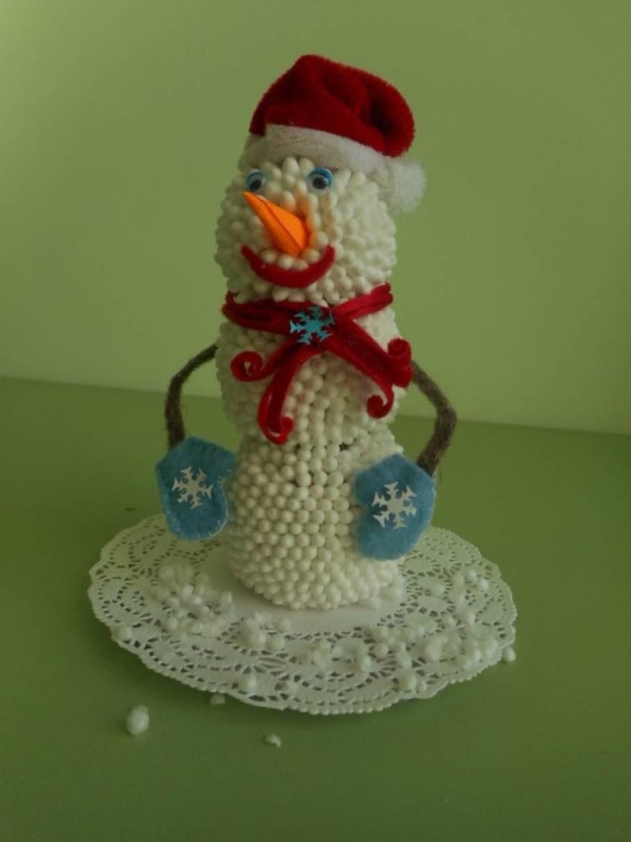 Поделка снеговик из ватных палочек своими руками