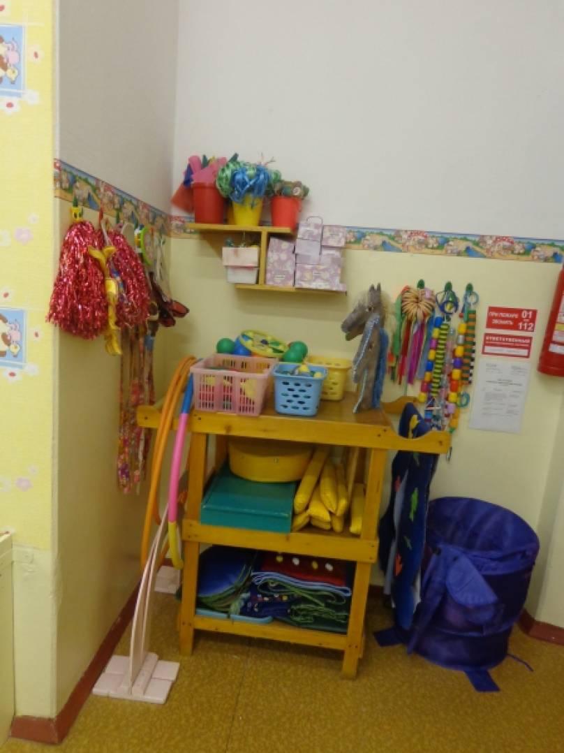 Нестандартное оборудование по физкультуре в детском саду. Фотоэкскурсия в спортивный уголок группы раннего возраста