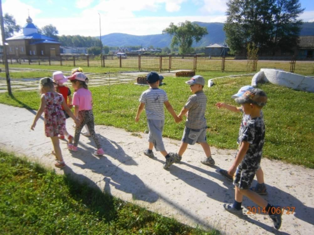 Запланированная прогулка в детскую библиотеку
