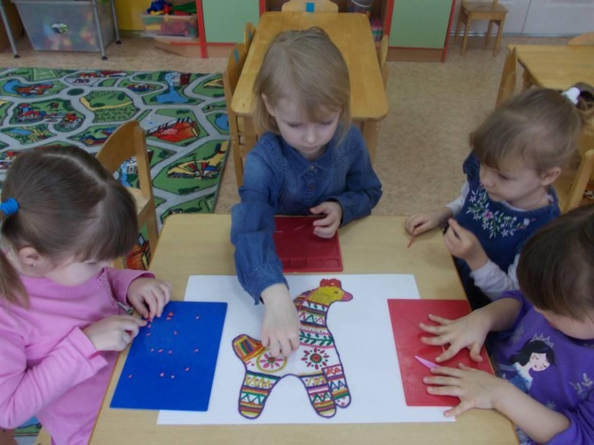 знакомим детей с филимоновской игрушкой