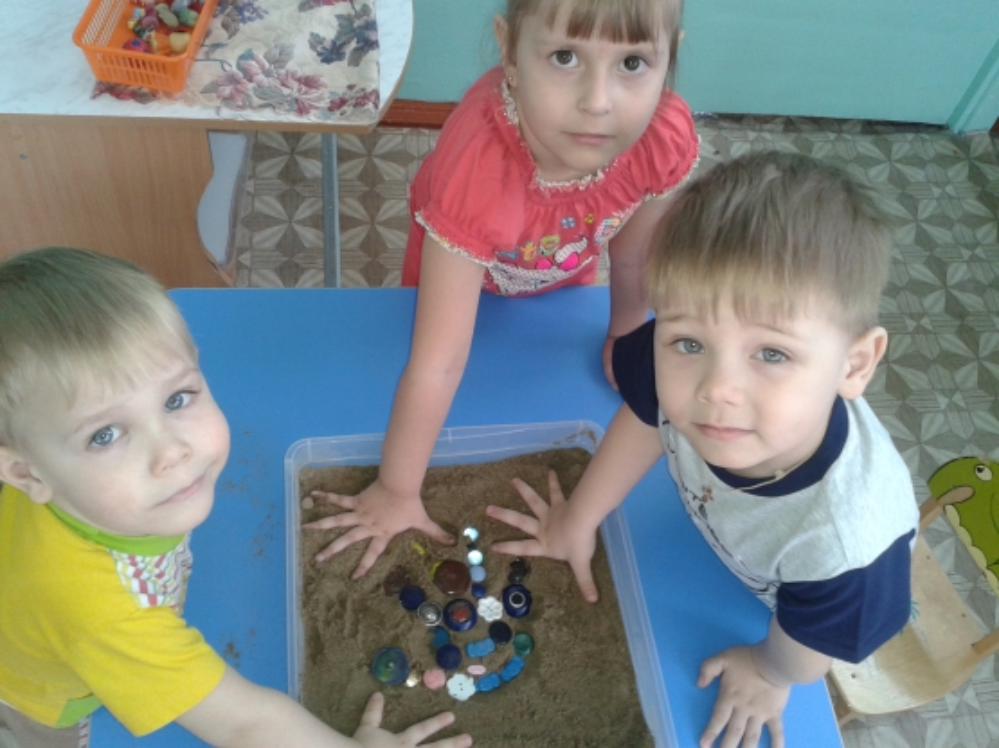 знакомство детей со свойством песка