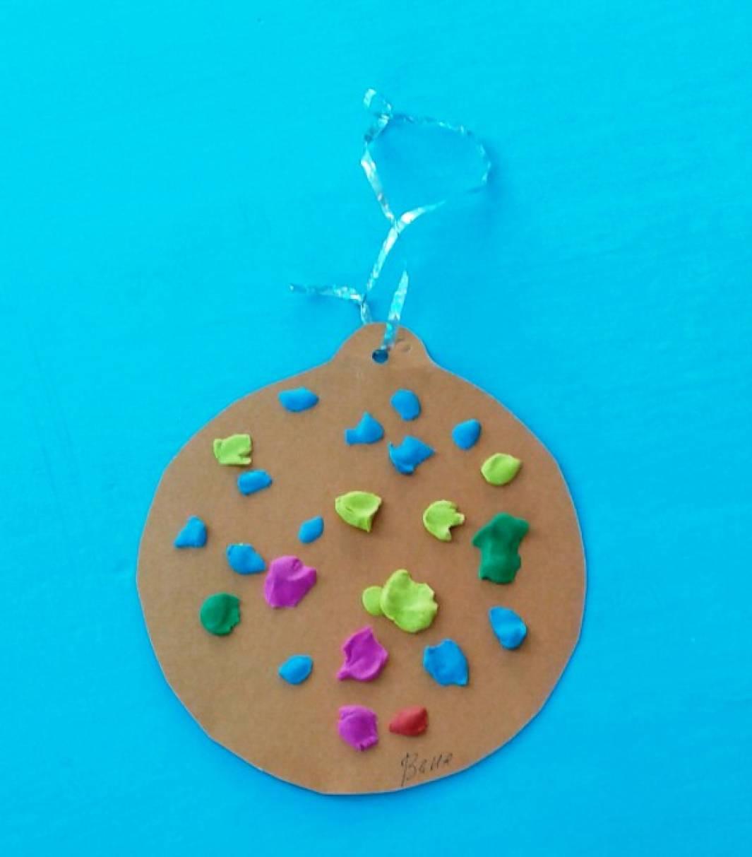 Детский мастер-класс по изготовлению украшения на елку «Шар новогодний»