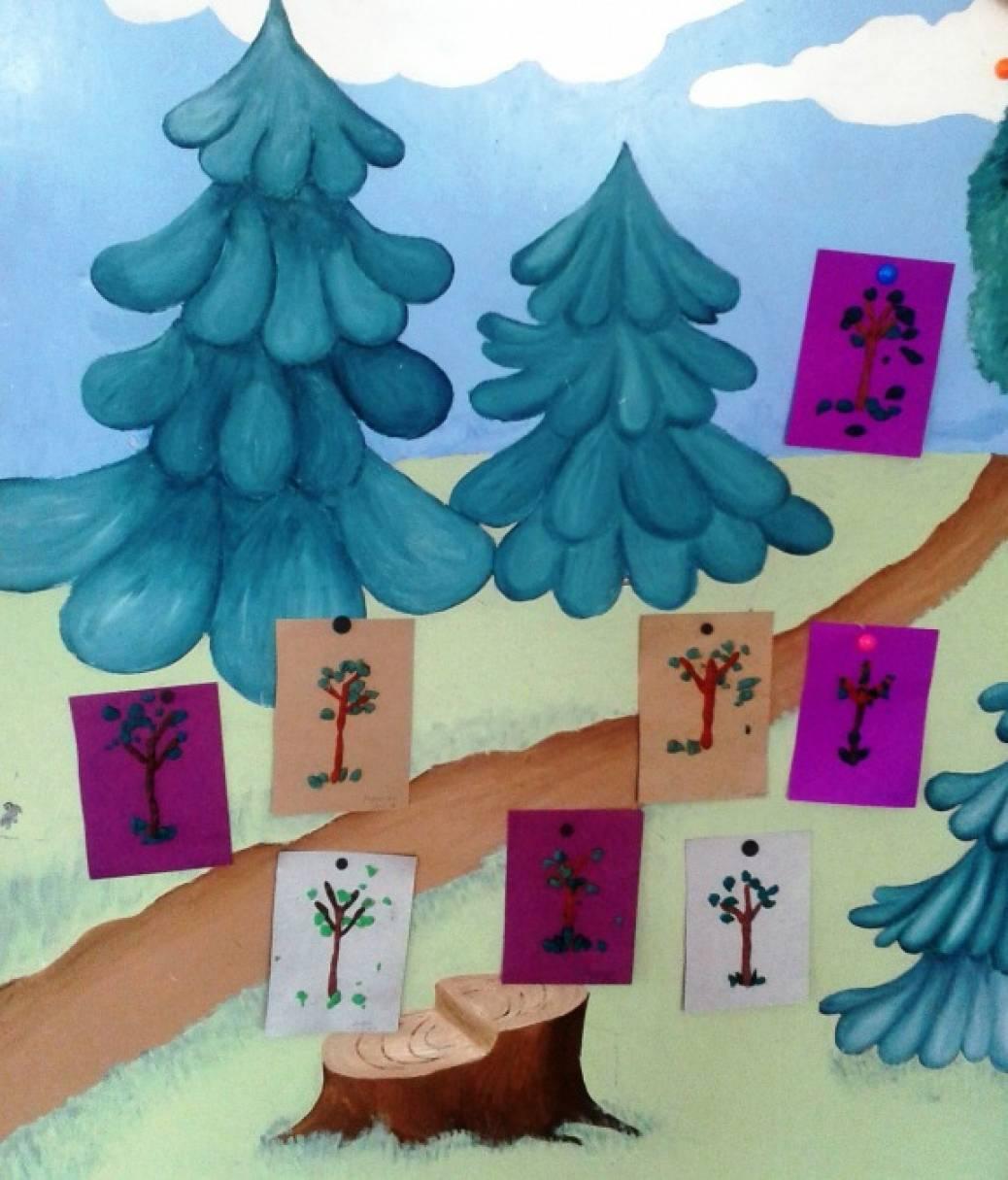 Фотоотчет о занятии по лепке «Деревца летом» с детьми первой младшей группы
