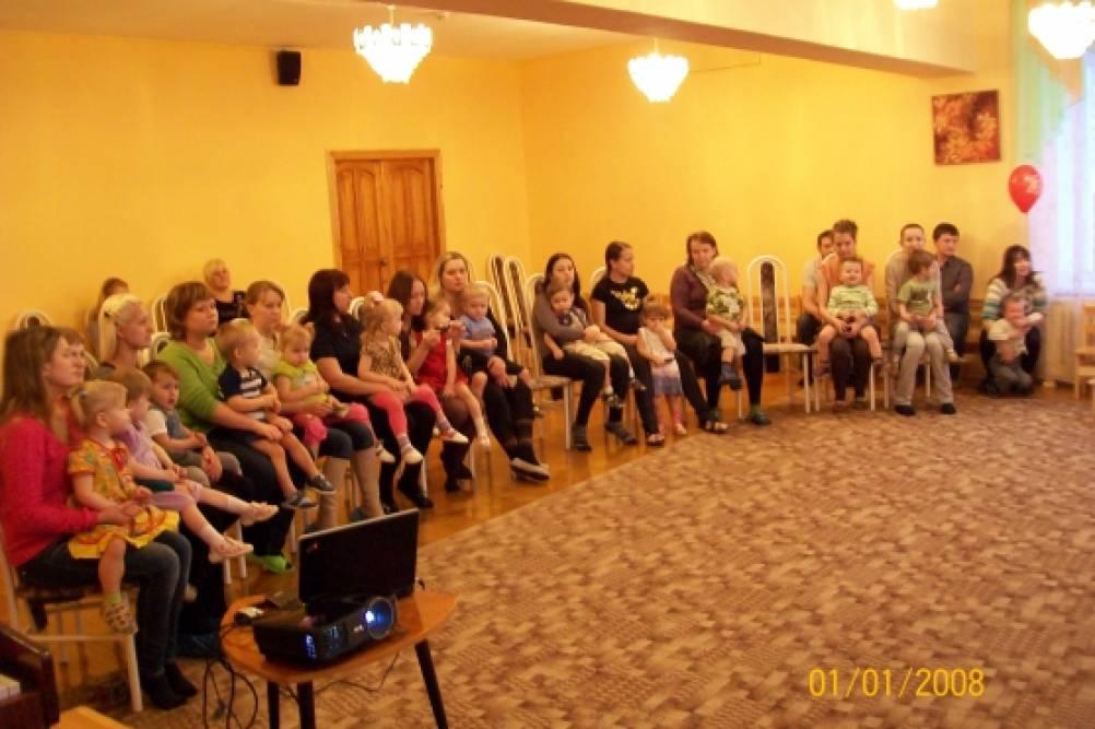 Сценарий совместного развлечения детей и родителей в первой младшей группе «Вместе с мамой»
