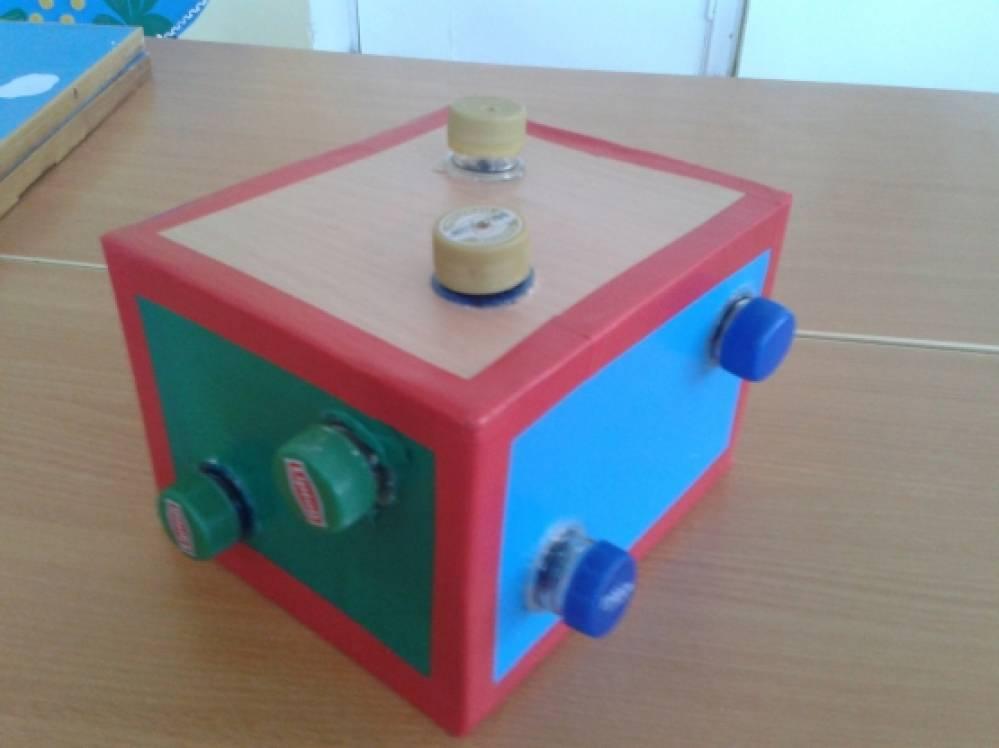 Куб с закрутками. Игра для развития мелкой моторики рук и изучения цветов для детей 1 младшей группы