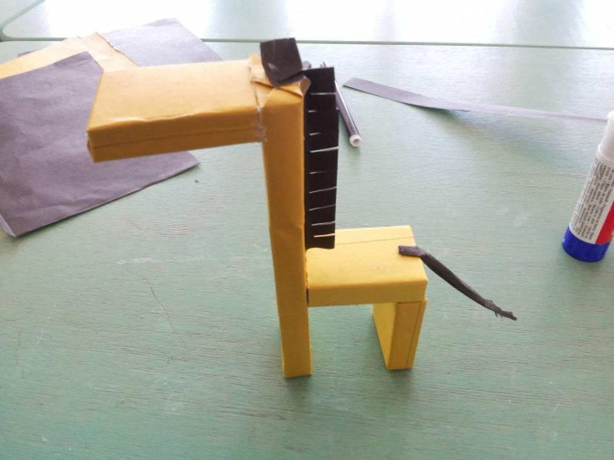 Жираф из спичечных коробков