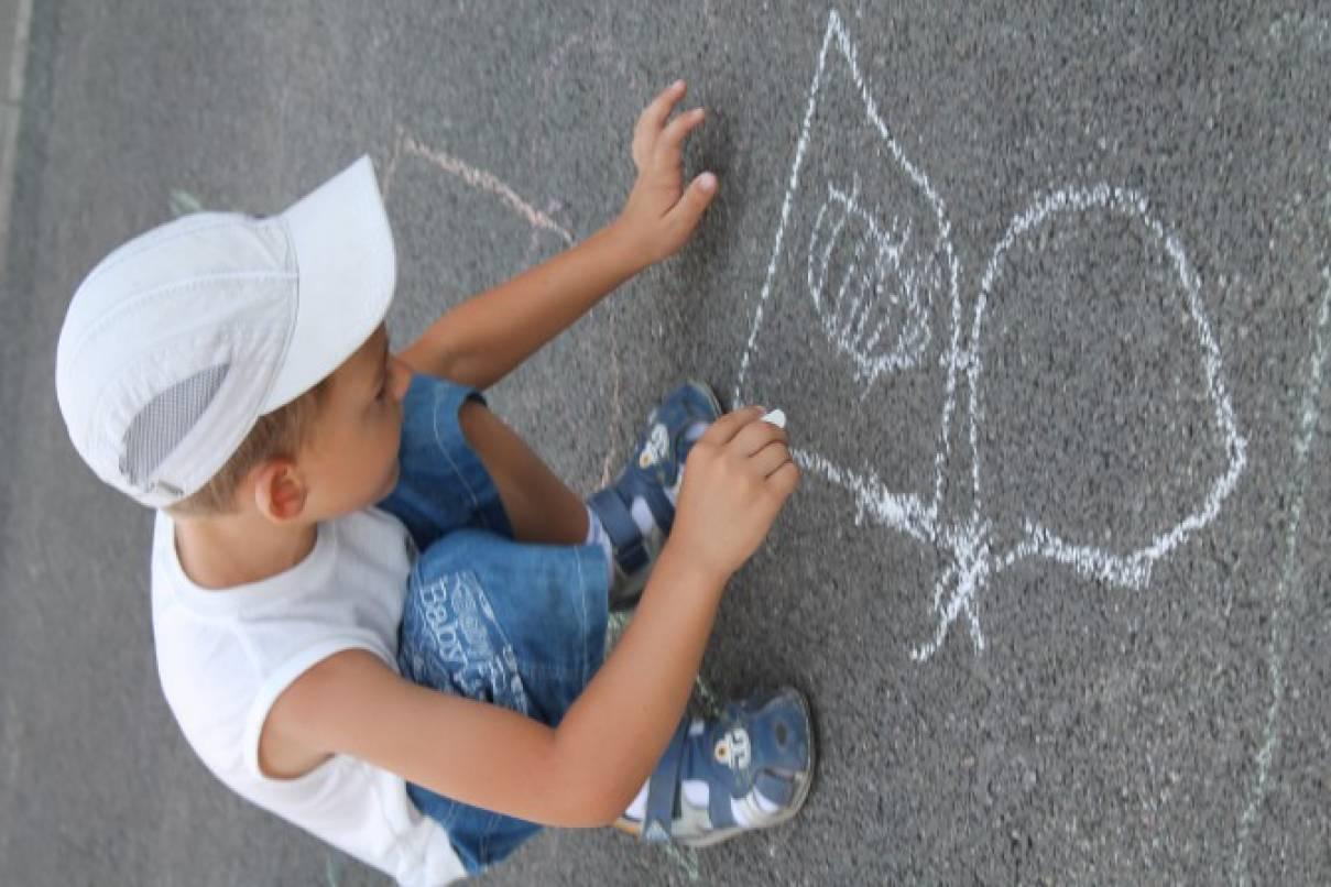 Фото детских рисунок на асфальте
