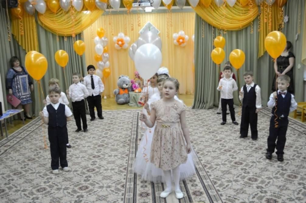 Выпускной праздник «Королевство кривых зеркал» в подготовительной группе