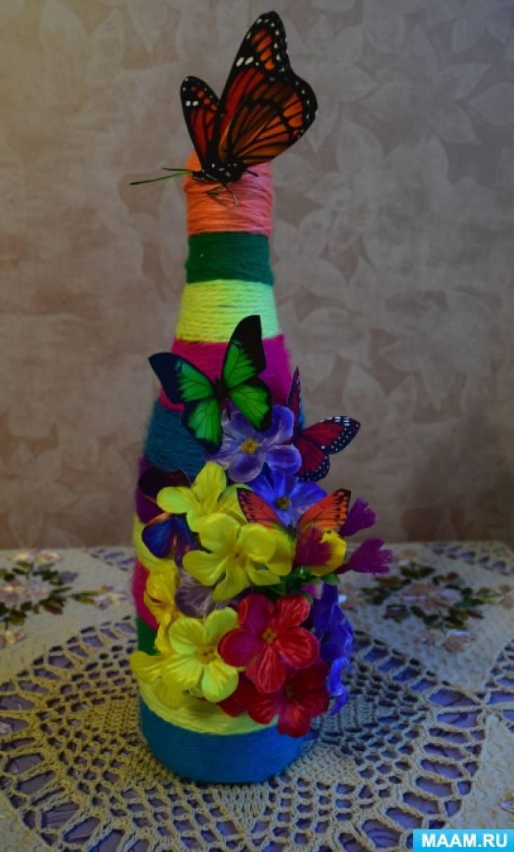 Декорирование бутылки шампанского нитками и искусственными цветами. Подарок своими руками