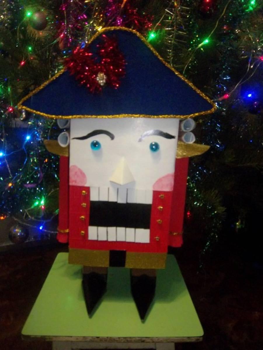 Мастер-класс. Новогодняя игрушка «Щелкунчик из бросового материала»