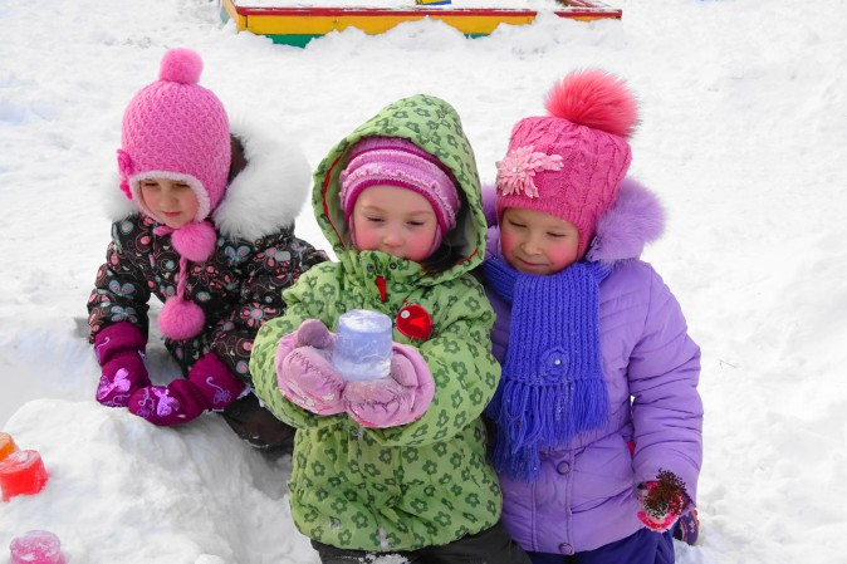 знакомим детей со свойствами снега