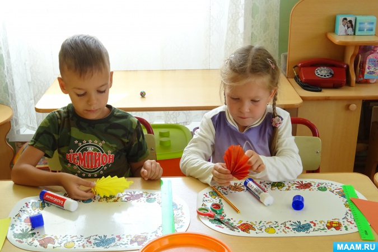 Детский мастер-класс «Осенние листья». Оригами