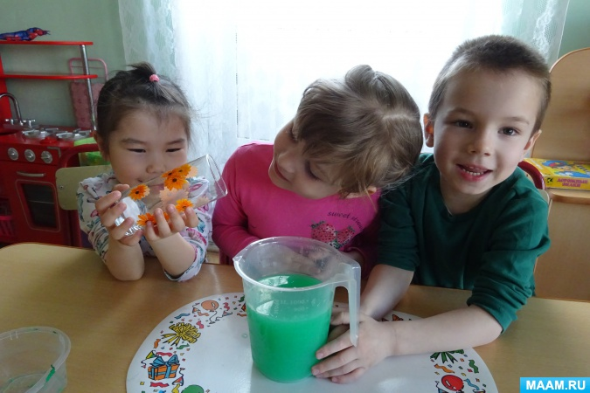 Экспериментальная деятельность детей «Почему ватный диск остался сухим?»