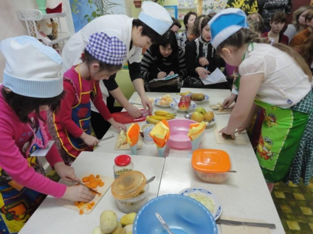 Сюжетно ролевая игра магазин овощей в средней группе ролевая игра по шоману королю