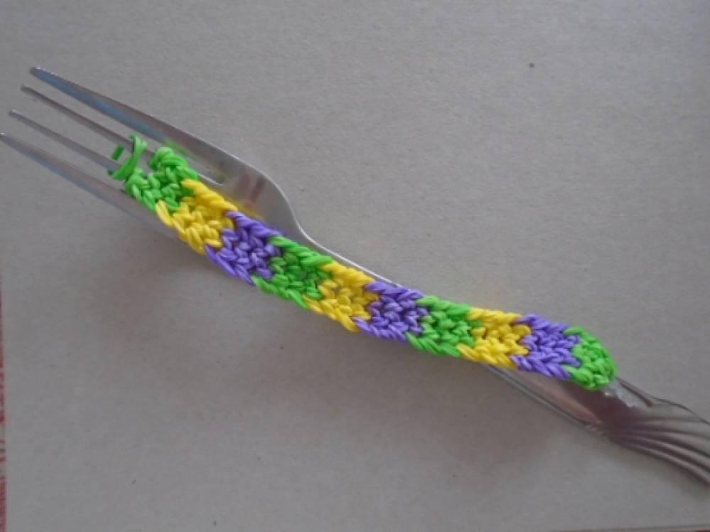 Плетение на вилке из резиночек фото