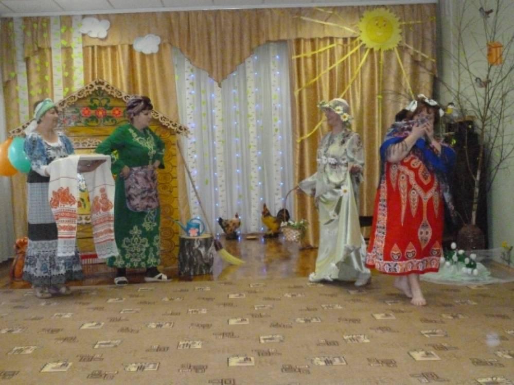 Весенний праздник «Лентяйка Марфушенька и Настенька-рукодельница» (фотоотчет)