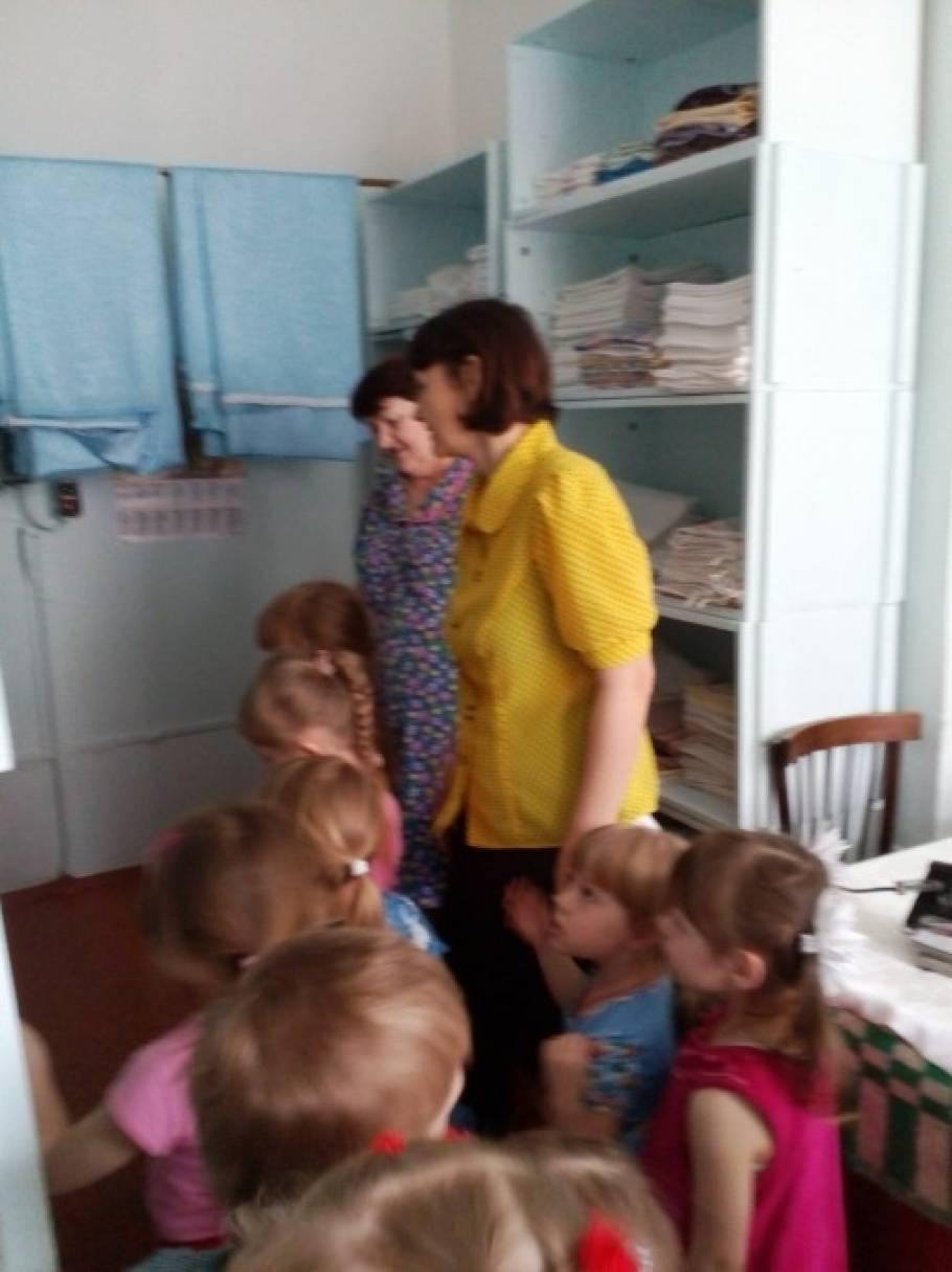 Знакомство с трудом взрослых в детском саду средняя группа сайт знакомств для взрослых интимных