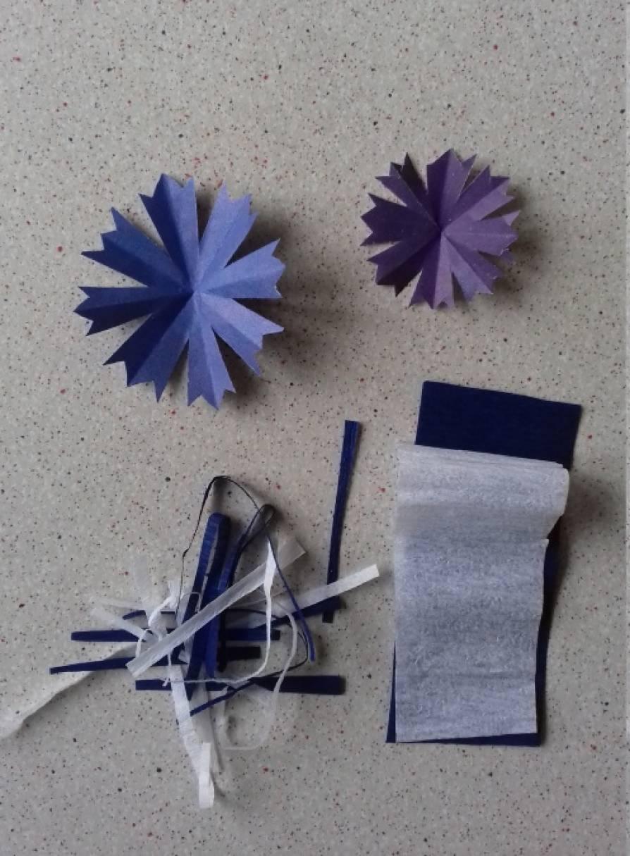 Цветы из цветной бумаги для открытки василек