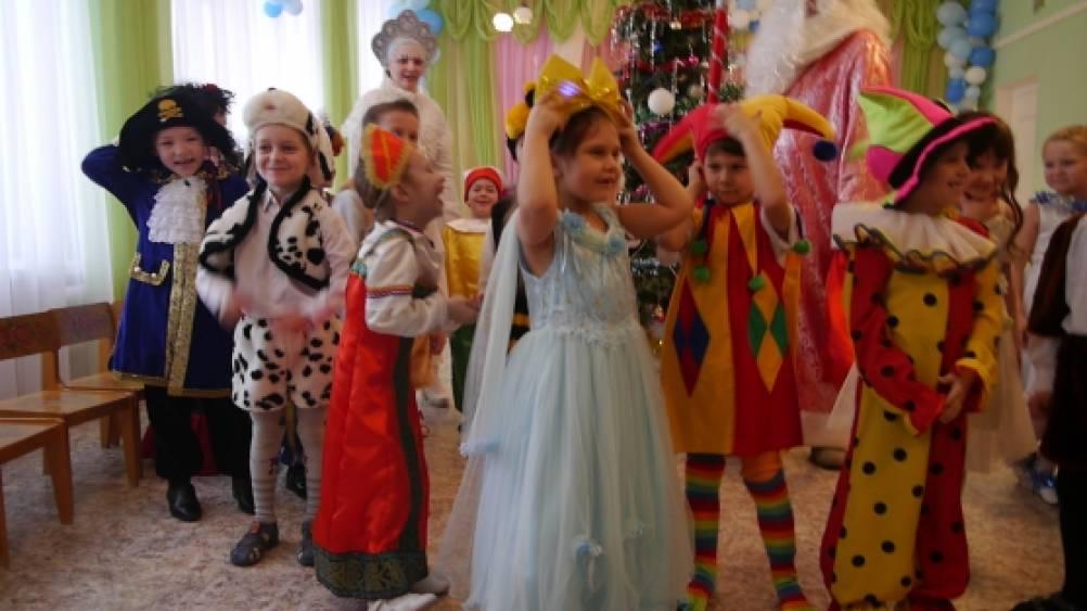 сценарии новогодних праздников в детском саду для подготовительной группы