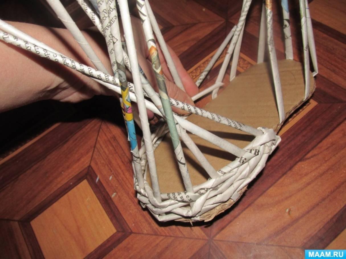 Плетение в две трубочки из газетных трубочек