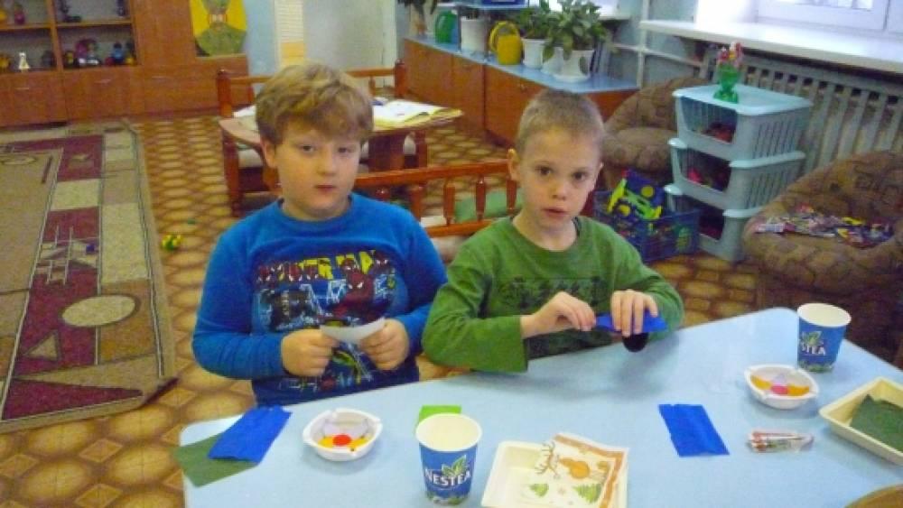 знакомство детей с бумагой