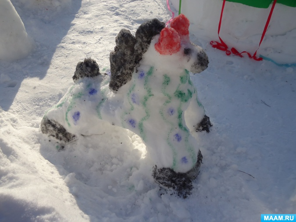Скульптуры из снега на участке детского сада «Дымковская карусель»