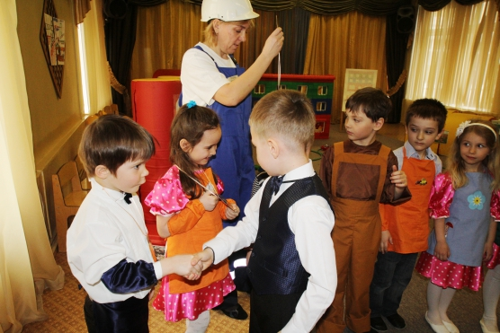 знакомство дошкольников с трудом