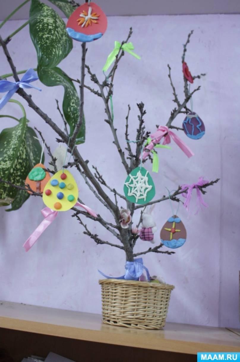 Фотоотчёт о выставке детских работ во 2 классе «Празднование Светлого праздника Пасхи и Дня космонавтики»