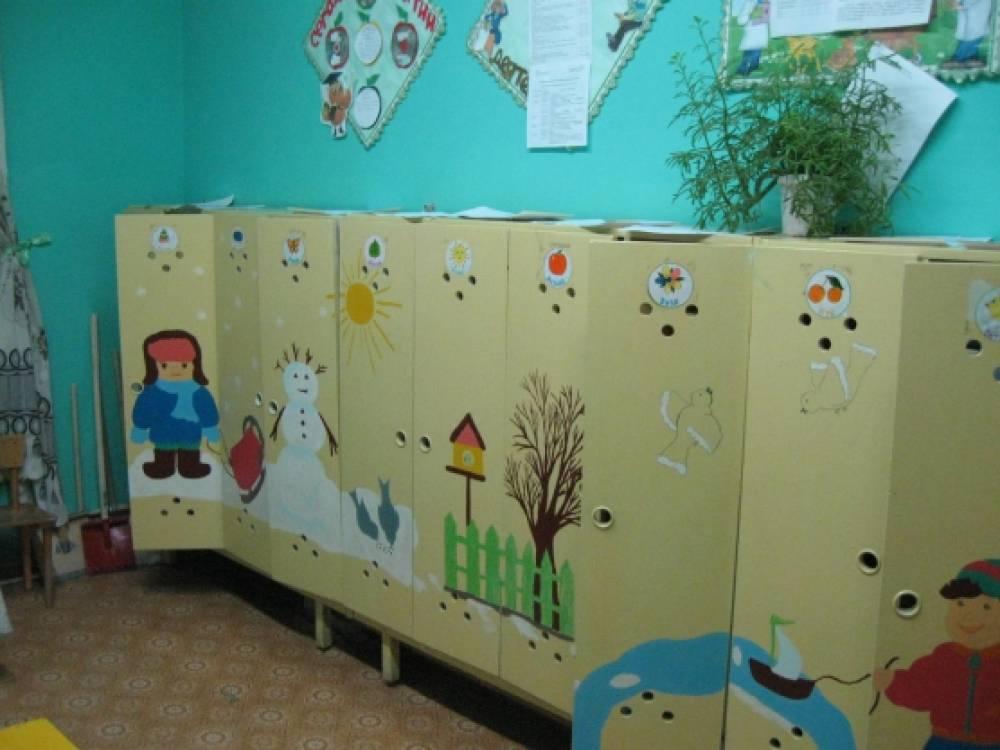 Рисунок на шкафы в приемной детского сада