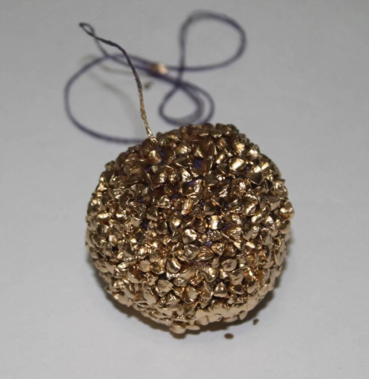 Мастер-класс «Новогодняя игрушка на ёлку— шар из крупы»