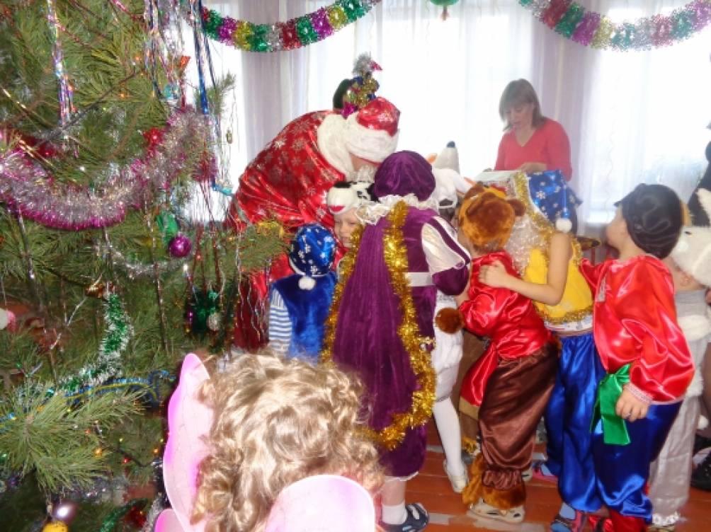 музыкальная игра с елочкой на новогоднем утреннике