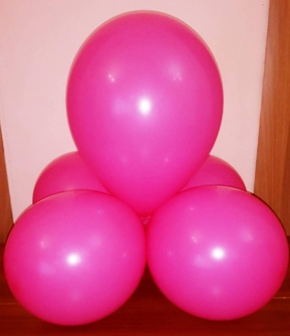 Девушками надувающими шар 10 фотография