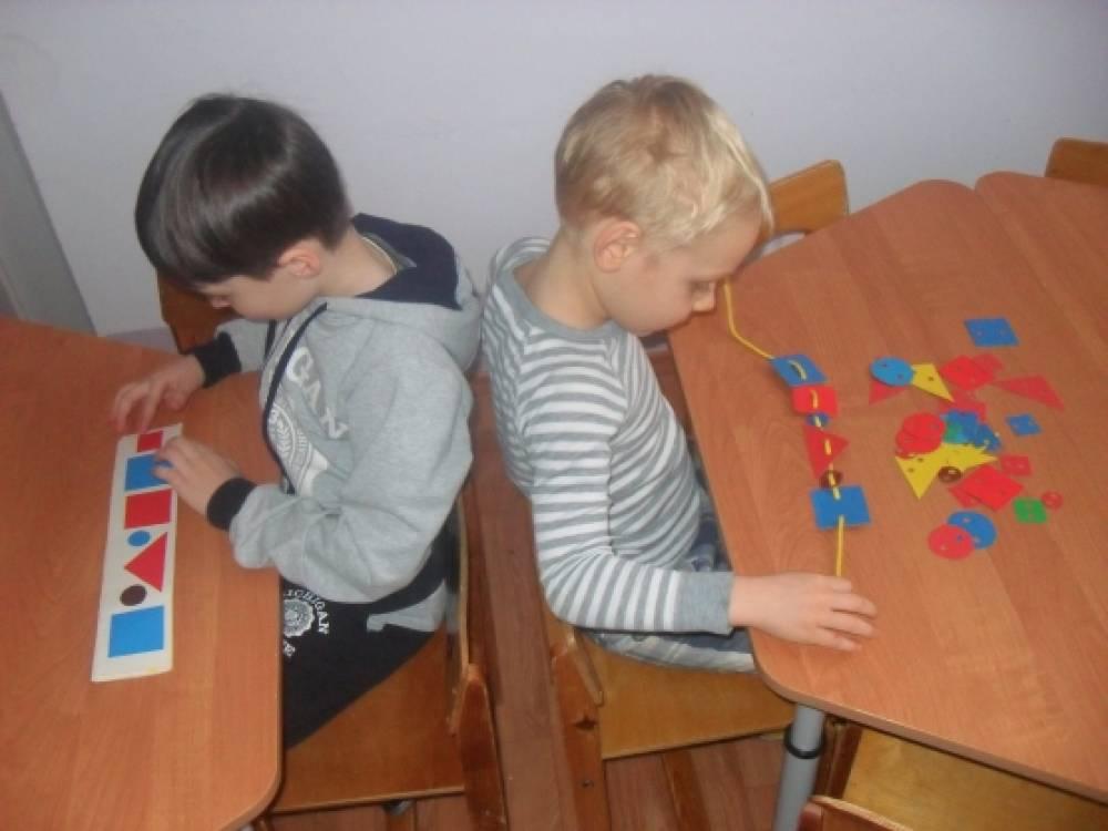 Игра для развития диалогического общения и закрепления представлений о геометрических фигурах «Бусы»