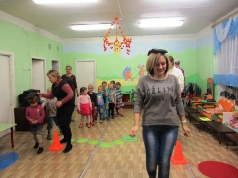Собрание для детей и родителей в форме развлечения в средней группе ДОУ «Вместе весело играть»