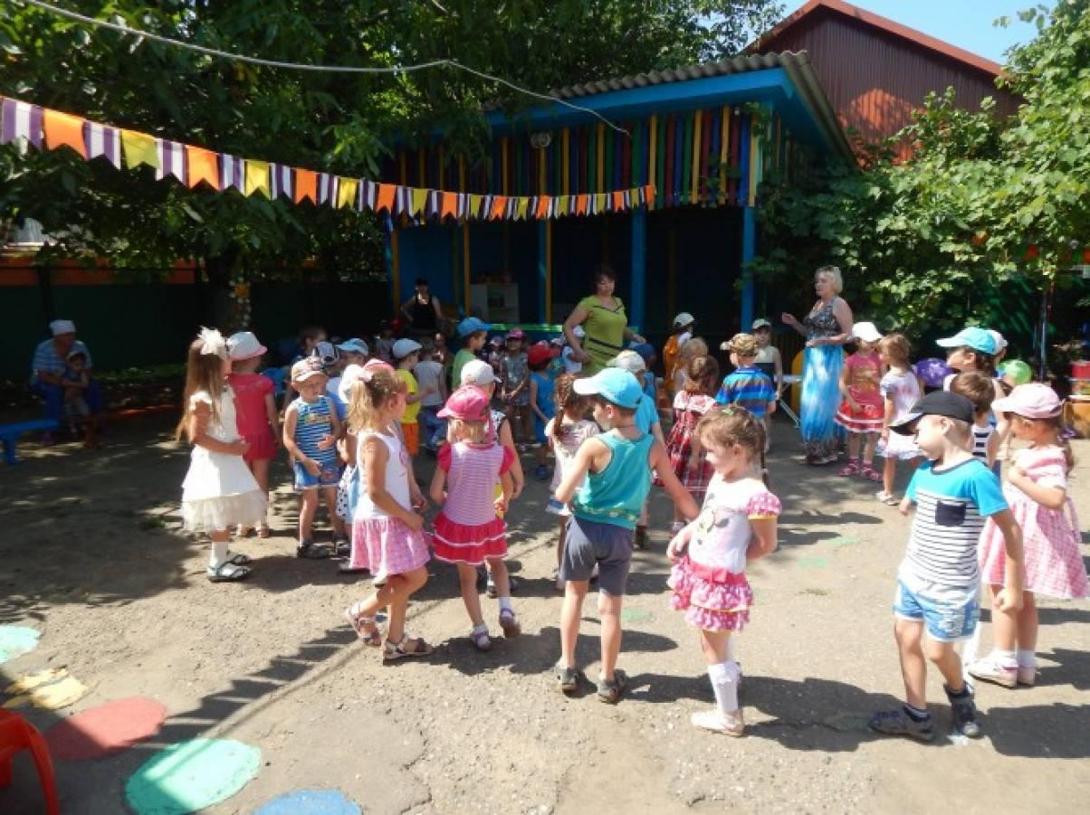 Сценарий совместного праздника для детей и их родителей «8 июля — День семьи, любви и верности»