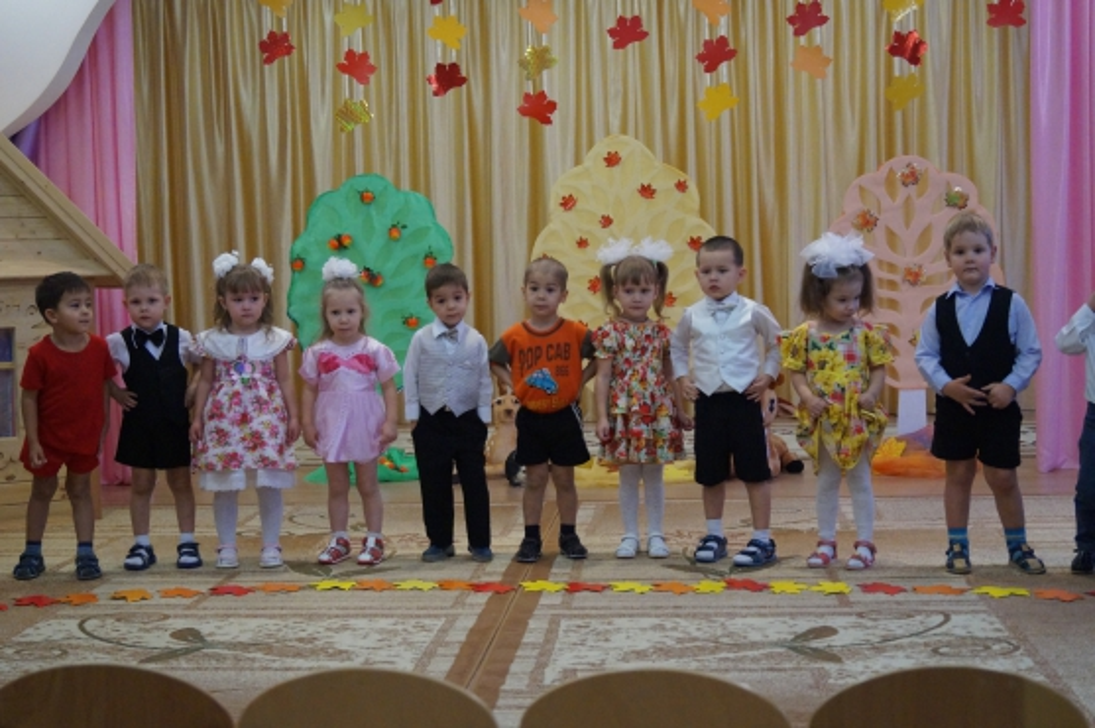 Сценарий праздника осени «Как дети осень будили» (2 младшая группа)