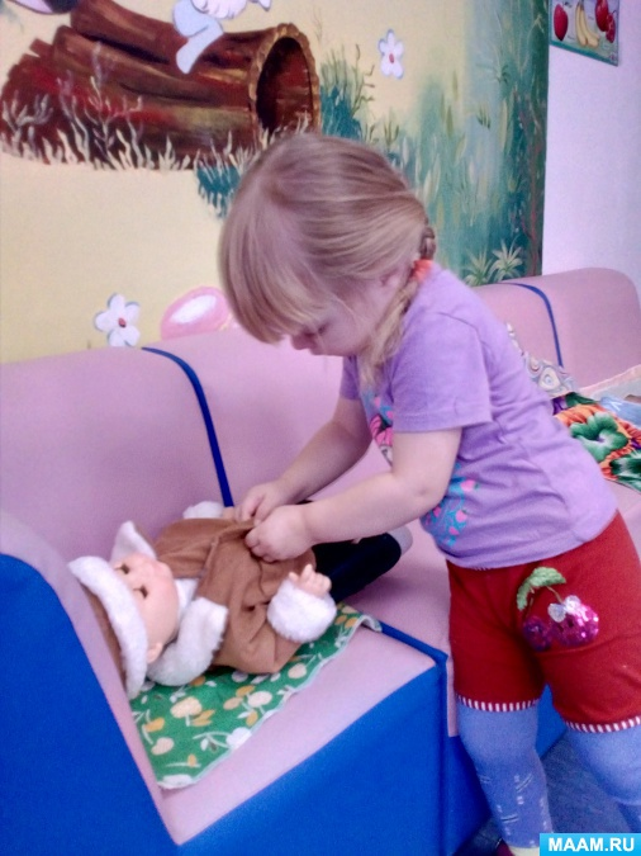 НОД Ознакомление с окружающем миром: «Одежда для кукол. Игра «Помоги портному»» (Ранний возраст)