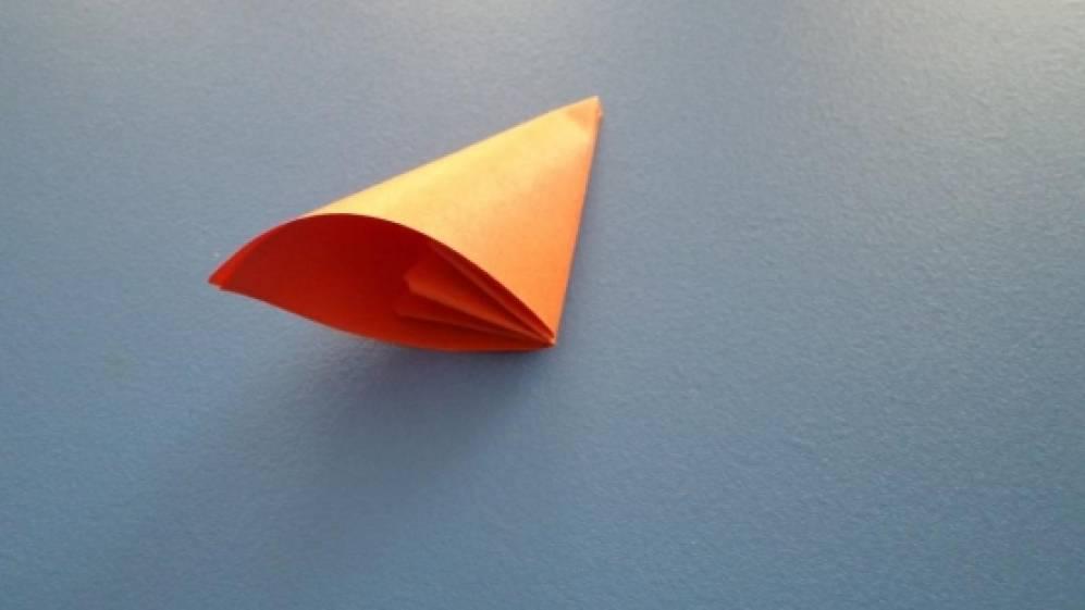 Цветы из треугольников бумаги