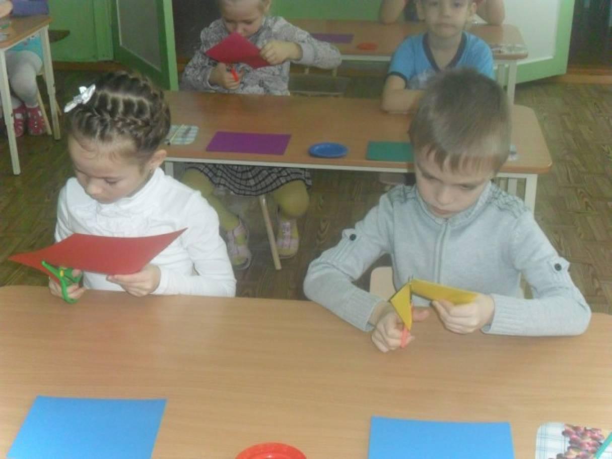 Конспект совместной деятельности воспитателя с детьми подготовительной к школе группы «Открытка маме к 8 Марта»