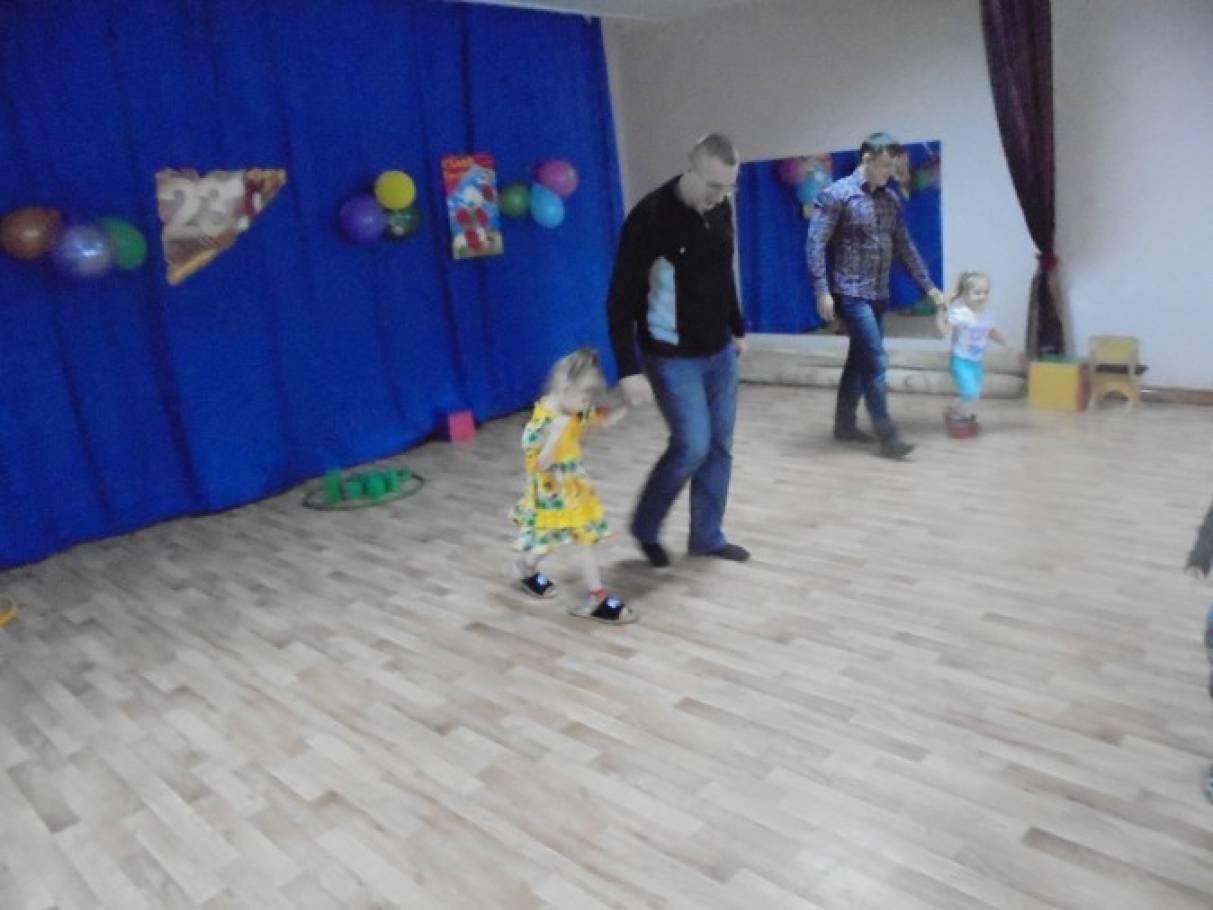 Сценарий развлечения для детей первой младшей группы «Папа-мой герой»