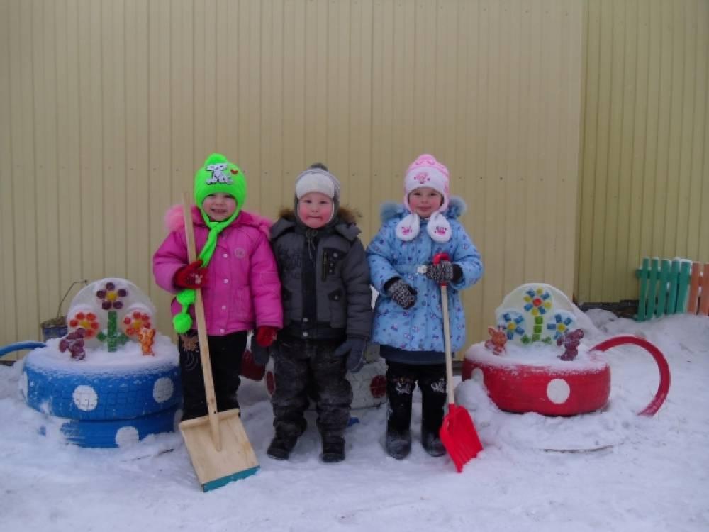 Постройки на участке детского сада  зимой 126