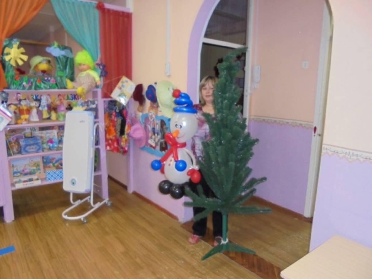 Новогоднее развлечение для детей раннего возраста «Снеговик принёс нам ёлку»