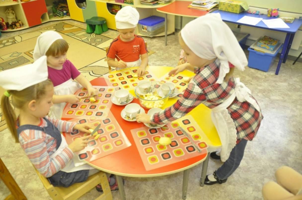 Приготовление фруктового салата вместе с детьми.