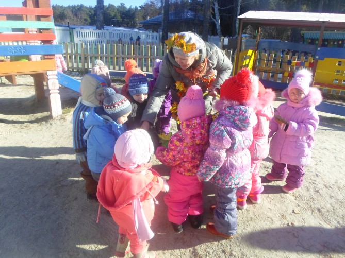 Занятие-прогулка с детьми второй младшей группы «Осень в гости к нам пришла»