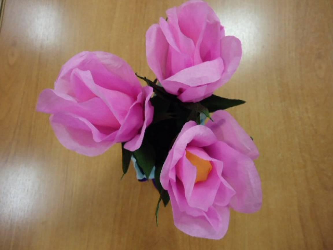 Мастер-класс изготовления роз из гофрированной бумаги в подарок для мамы
