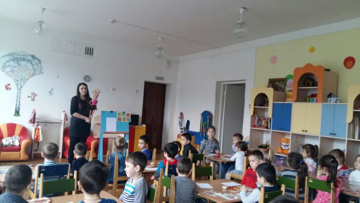 Конспект НОД «Стул для куклы» (аппликация) во второй младшей группе