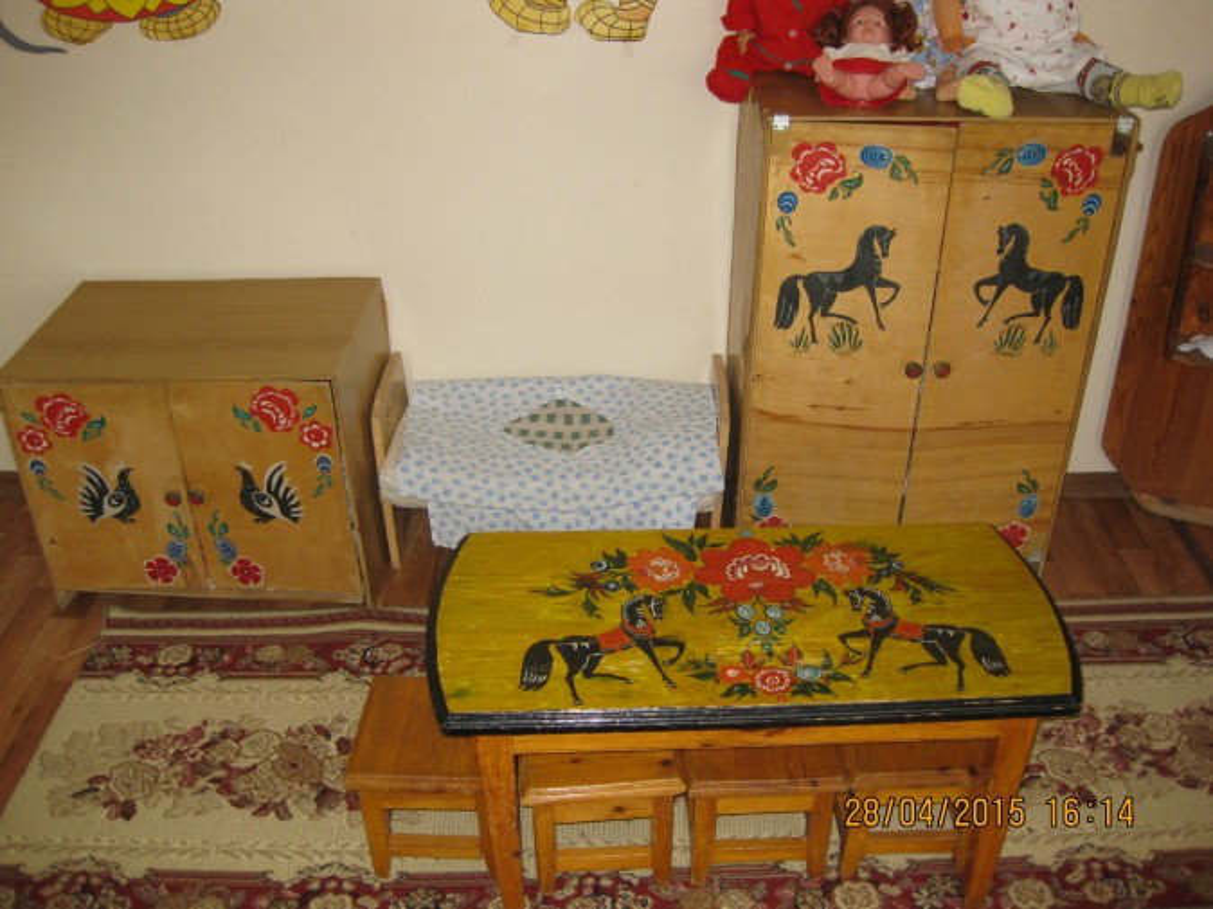 Мебель расписанная узорами