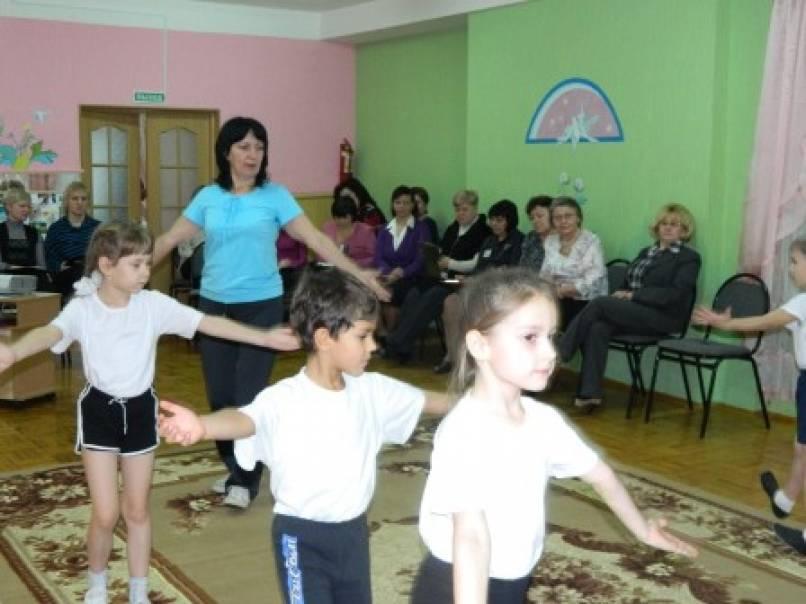 Занятия ритмикой, танцами у