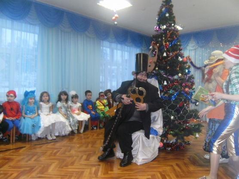 Сценарий новогоднего праздника «В гостях у сказки» (старшая группа)