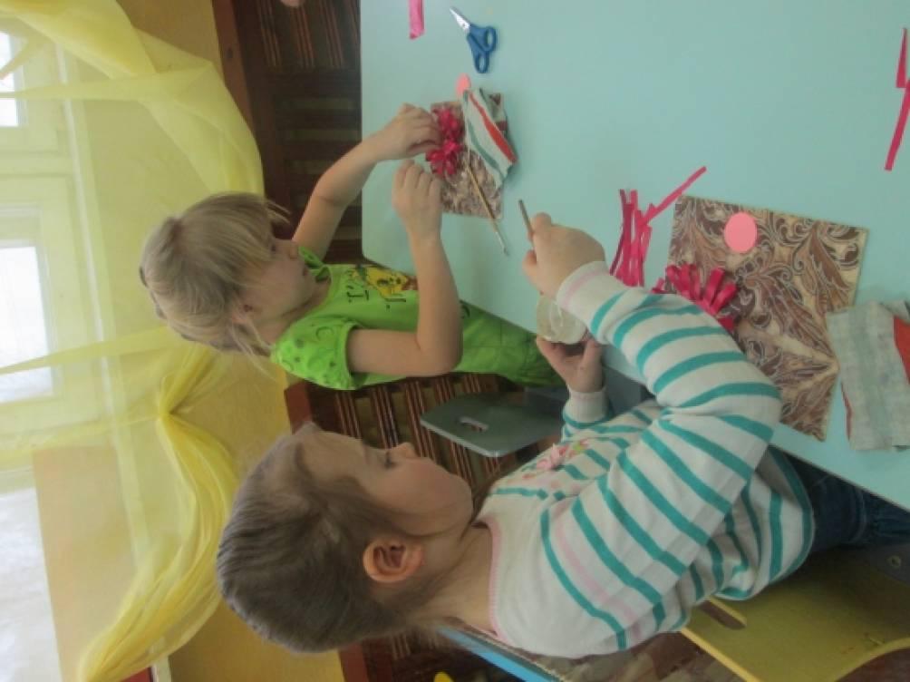 Мастер-класс «Украшение дверей в группу Детского сада к 8 Марта своими руками»